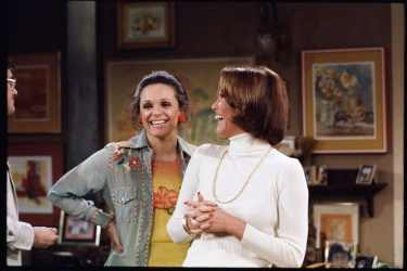 Valerie Harper as Rhoda Morgenstern and Mary Tyler Moore as Mary Richards
