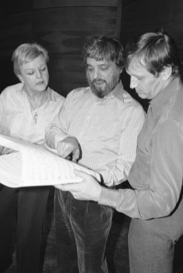Sondheim in 1979 with Angela Lansbury and Len Cariou recording Sweeney Todd