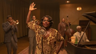 (L to R) Chadwick Boseman as Levee, Colman Domingo as Cutler, Viola Davis as Ma Rainey, Michael Potts as Slow Drag, and Glynn Turman as Toldeo. Cr. David Lee / Netflix