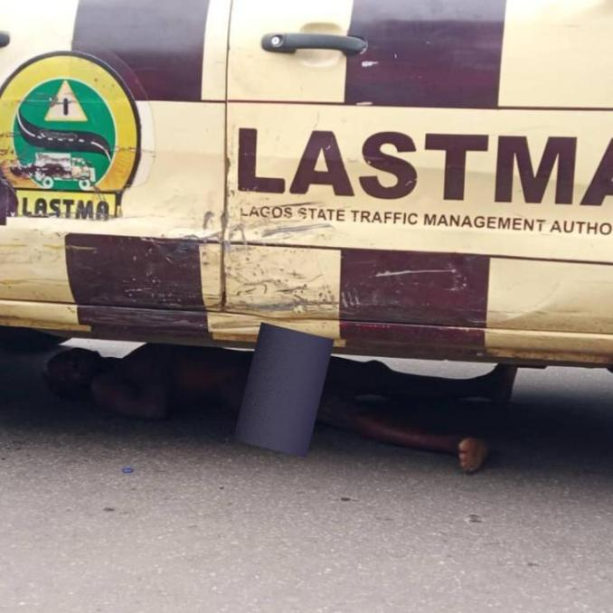 drama as frustrated driver strips lies under lastma vehicle to evade arrest 2