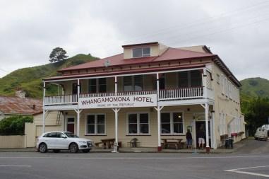 Das Whangamomona-Hotel, wo man günstig frühstücken kann