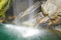 einer von 100 Wasserfällen im Milford Sound
