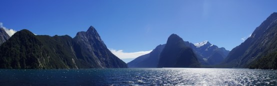 Panorama vom Milford Sound, mitte-links der Mitre Peak