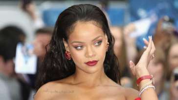 RIHANNA S'EXCUSE... 2