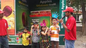 Washington Apple Wagon Tour brings Health and Freshness to Residents of Jalandhar