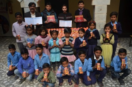 Dabur Donates Real Juice packs to support the nutritional needs of underprivileged children 2 (Small)