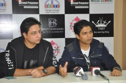 Famous Bollywood Playback singer Ankit Tiwari unveils his single: 'Tum Hardafa Ho'