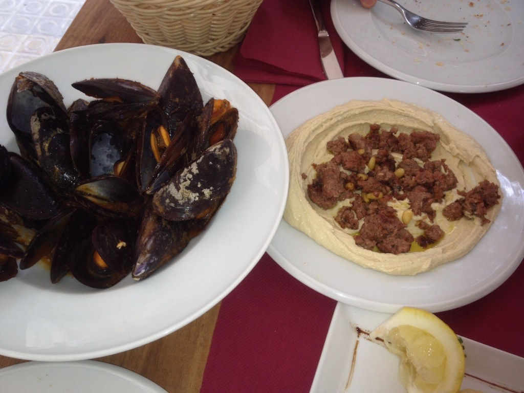 image of hummus and mussels barcelona
