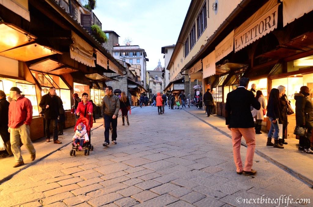 Browsing at Ponte Vecchio