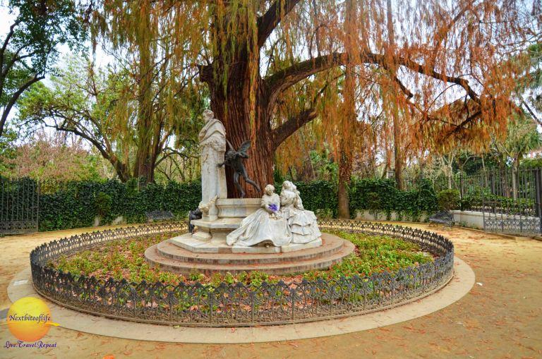 Becquer Statue