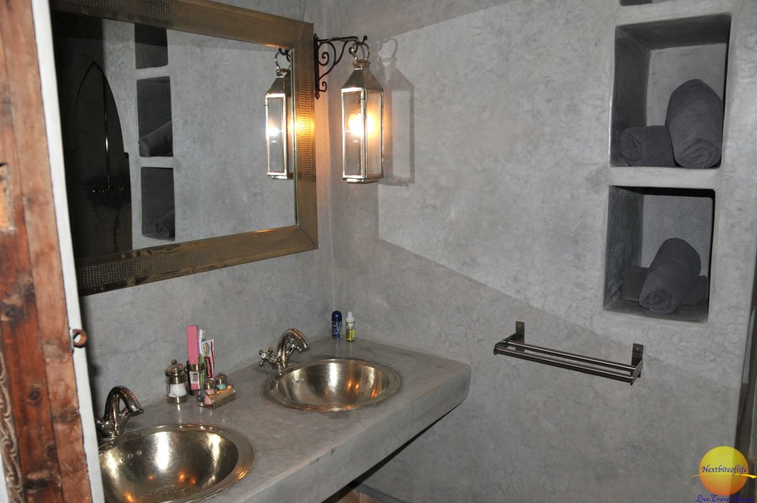 Bathroom, double sinks and a big shower.