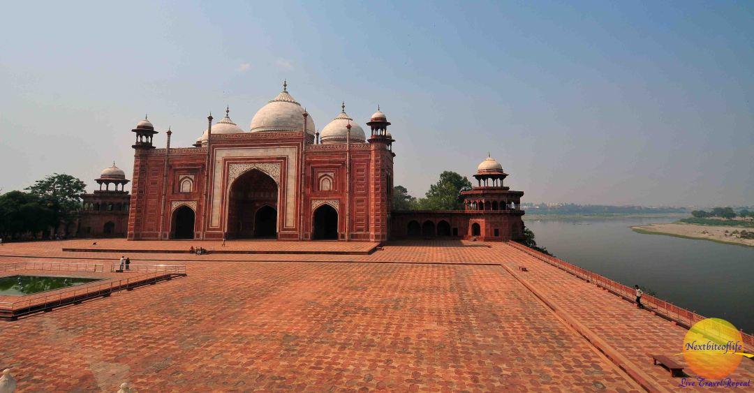 taj mahal agra india mosque