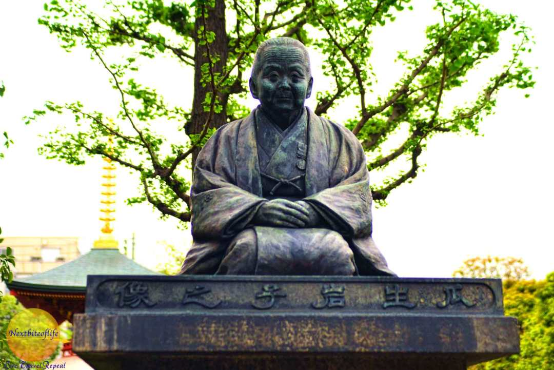 Statue of Uryu Iwako, a woman who dedicated her life to charitable work.
