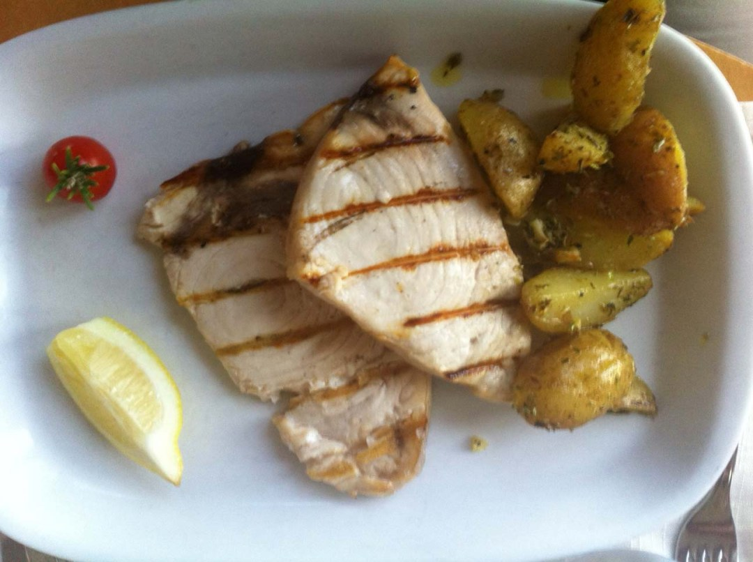 white fish fillet with potatoes portugal