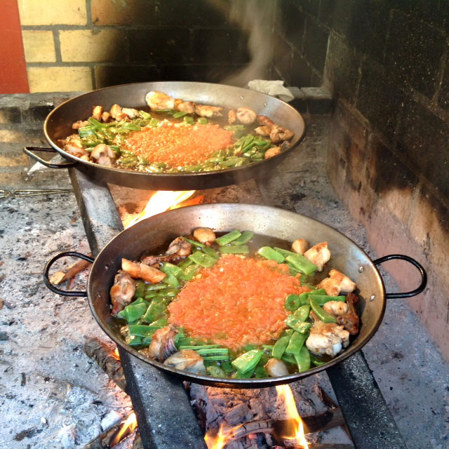 How To Make Authentic Paella Valenciana