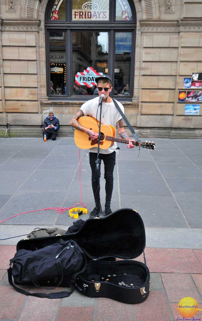 street performer glasgow
