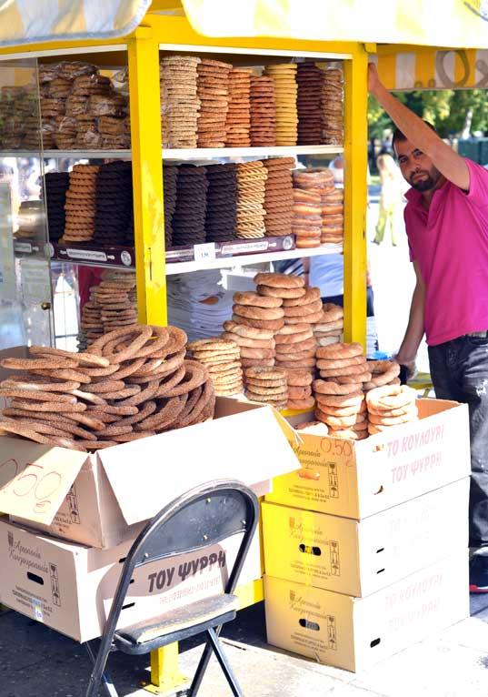 koulouria street vendor athens greece #athens #greekstreetfood #koulouria #food #foodtour #greeking.me