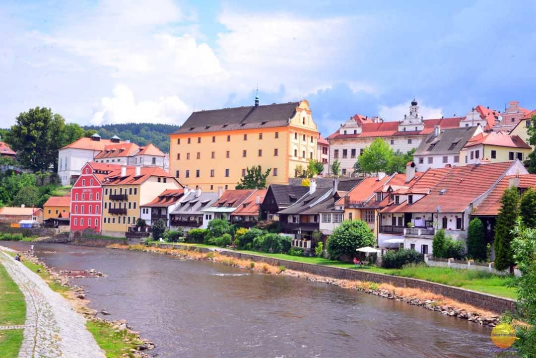 View of the vitara river in cesky krumlov from bridge