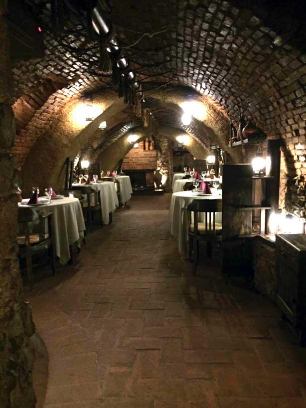 Bella Muzica hotel Brasov cave restaurant