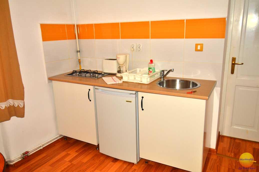 airbnb kitchen brasov romania