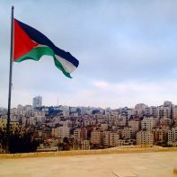 Palestine_flag_fluttering_in_the_sky_of_the_city_of_Ramallah