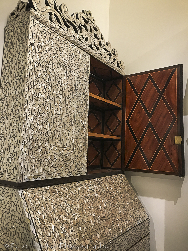 Mother-of-pearl cabinet