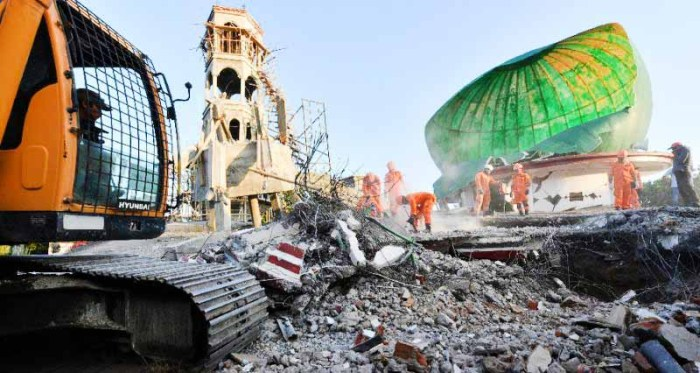 Foreign Titbits: Lombok quake: Rescuers search collapsed mosque for survivors