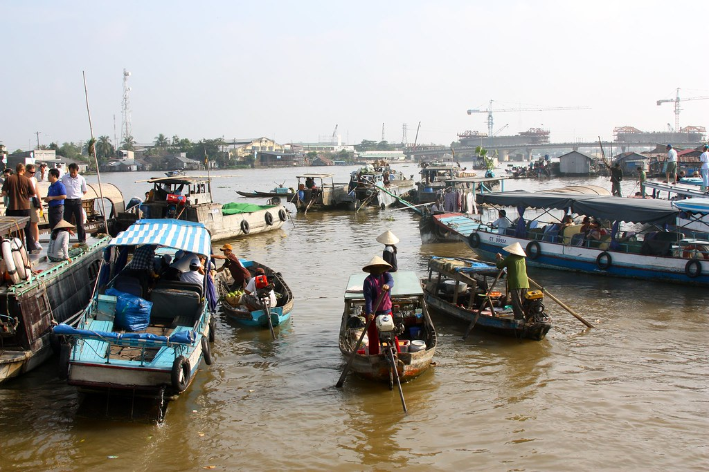 Cai Rang floating market photo