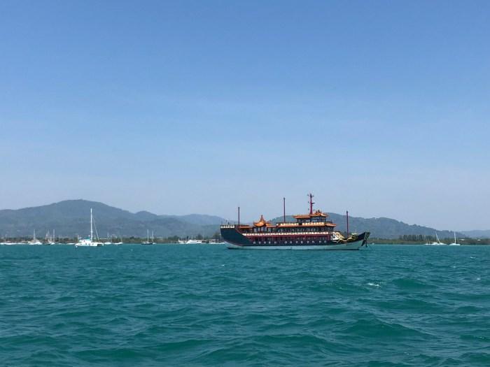 Arrivée à dans la baie de phuket