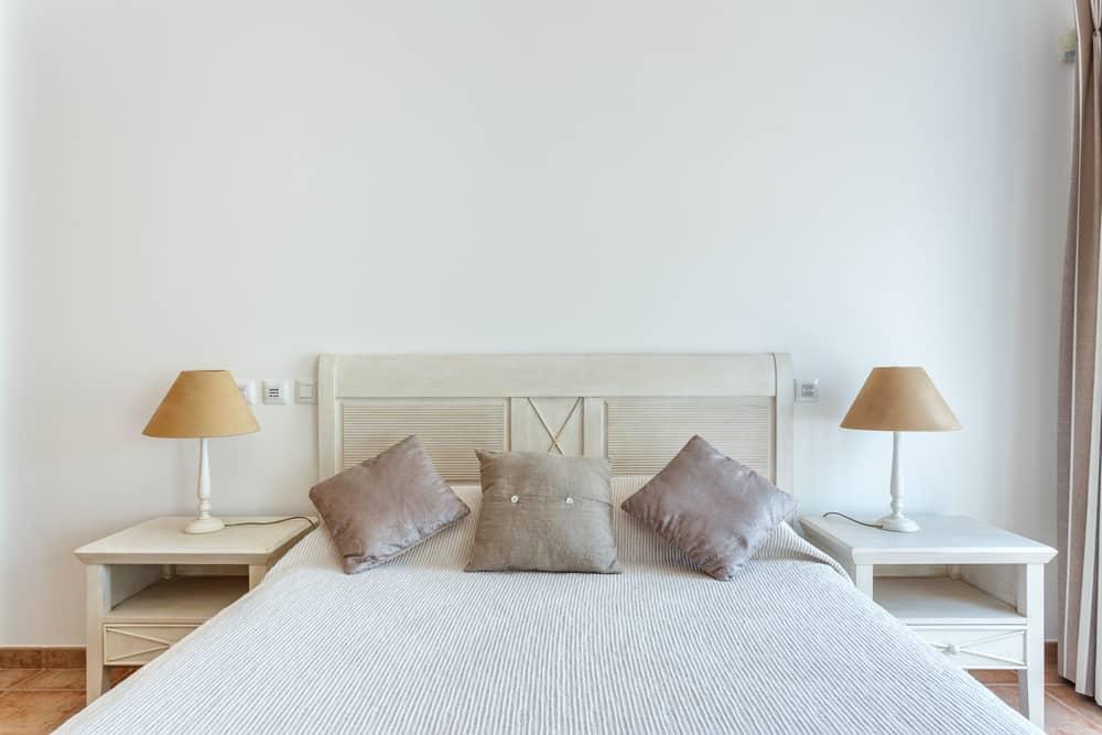 The 60+ Best Minimalist Bedroom Ideas - Interior Design ... on Neutral Minimalist Bedroom Ideas  id=55736