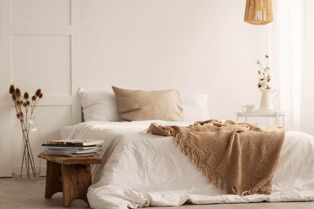 The 60+ Best Minimalist Bedroom Ideas - Interior Design ... on Neutral Minimalist Bedroom Ideas  id=87459