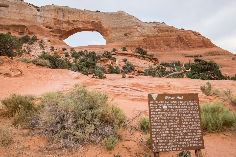 wilson arch in moab utah amazing epic hikes in arches
