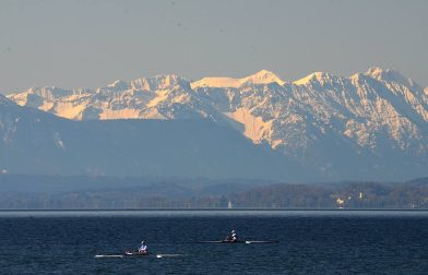 Starnberger-see-mountains-rowers
