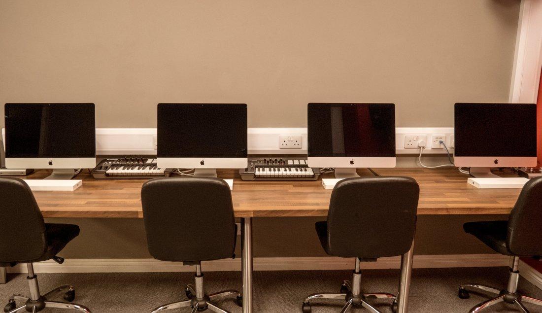 Nexus ICA Facilities - Mac Lab Desk