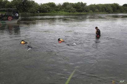 A U.S. Border Patrol Del Rio Sector Dive Team searches for a 2-year-old Haitian girl in Rio Grande River in Del Rio, Texas, July 2, 2019.