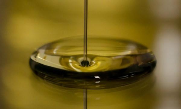 Sunflower-oil-free-license-CC0-980x591