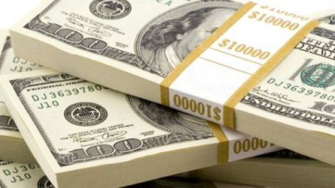 Долар зростає