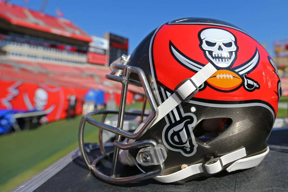 NFC Notes: 49ers, Buccaneers, Redskins