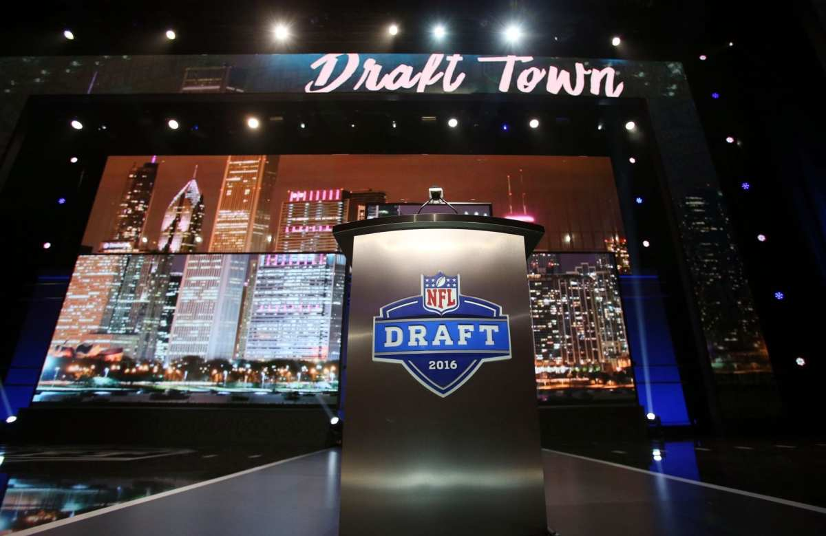 Titans, Bills, Jets & 49ers Have All Made Calls About Trading Back In Round 1