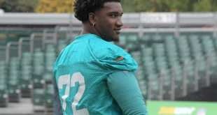 USATSI_10314718_168383805_lowres Dolphins Designate OT Eric Smith To Return From Injured Reserve