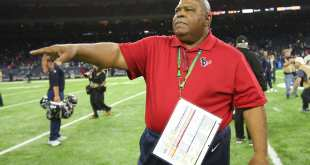 USATSI_9795070_168383805_lowres Texans Moving Romeo Crennel Back To Defensive Coordinator