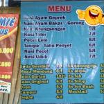 Berbagai Menu Makanan Absurd Warung ini Bikin Pelanggan Nangis Kejer, Kenyang Duluan!