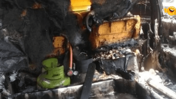 Mobil Tahu Terbakar
