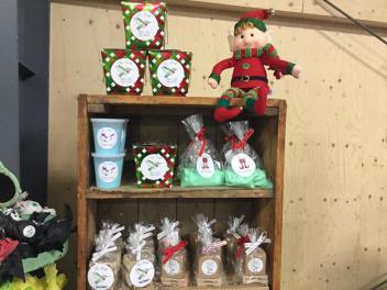 Le Soap has a collection of soaps, bath bombs and salts that anyonw would love to use in the bath! Talk to them about what might be right for you!
