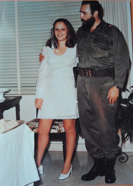 Fidel và Alina trong ngày cưới Alina năm 1973.