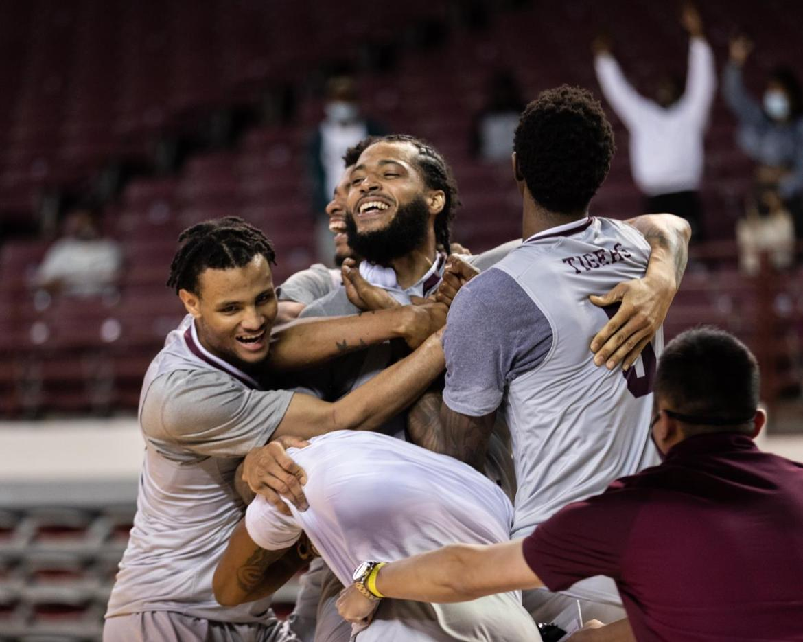 Baldwin's Game-Winner Lifts TSU Over UTRGV 77-75
