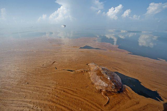 น้ำมันดิบ, ปนเปื้อน, มลพิษทางทะเล, เชื้อเพลิงฟอสซิล