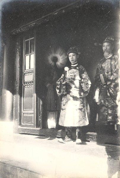 https://i1.wp.com/nguyentl.free.fr/autrefois/quarantenaire-kd/Prince_Bao_Dai_et_ministre_de_la_guerre.jpg