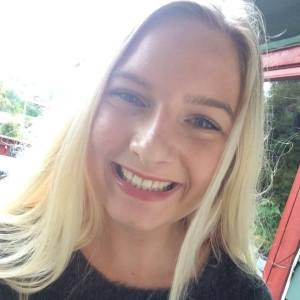 Journalistikkens viktige oppgave med å informere folket kan ikke gå tapt i all reklamen for shampoo., mener Katharina Olsen