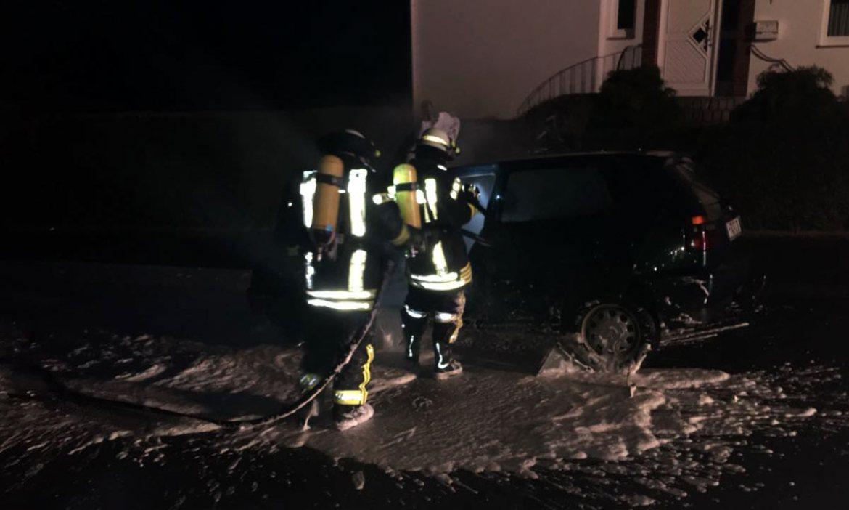 Borken: VW Golf brennt